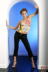 Sexy Valentina Vaughn stripteasing