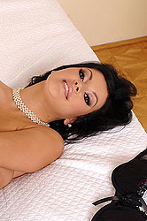 Sexy Roxie vibroing her wet pussy