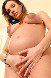 Pregnant babe Kyla Fox poses wild