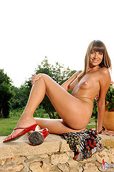 Alise Alanis gets naked outdoors