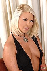 Blonde Simony Diamond toying on bed