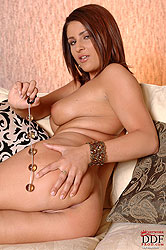 Young Bellina inserting toy in ass