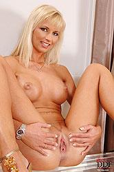 Sexy blonde chick Jana stripteasing
