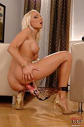 Sexy blond babe Vicky masturbates
