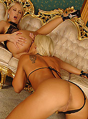 Horny blonde chicks eating and dildoing each pussies