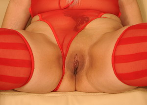 Tough milf uses a big long toy on her juicy holes