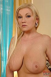 Busty babe Sofie Marcean on sybian