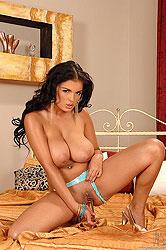 Big boob beauty Jasmine masturbates