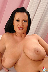 LaTaya Roxx teases with big tits