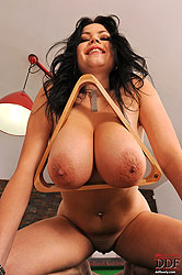 Hot busty babe Shione Cooper naked