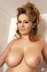 Constance Devil dildoing in shower