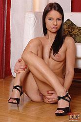 Hot brunette babe Kari posing naked