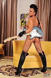 Rocker babe Kassey Krystal naked