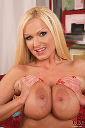 Sharon Pink toying pierced pussy