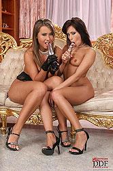 Lesbians Carmen & Ginger have sex