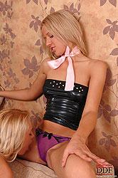 Sexy blonde lesbians´ hardcore sex