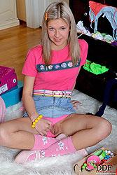 Teen blonde girl toying pussy & ass
