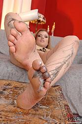 Johane Johansson waxing legs & feet
