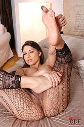 Sexy babe Zafira´s foot fetish solo