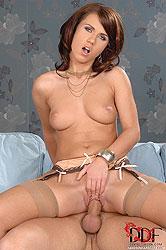 Hot beauty gets her twat stuffed!