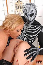 Alysa & Kat naughty sexual thriller