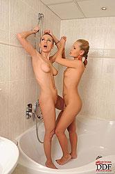 Olga Braz & Zuzana Z play bondage