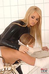 Alexa & Jessica Lux´ lesbo spanking