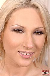 Hot Viktoria Diamond doing blowjob