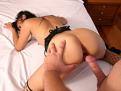 Little asian chick gets hard cock into her arse