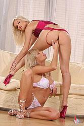 Jana & Sarah Blue have lesbian sex