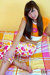 Olesya oiling her sexy naked feet