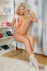 Cute blonde teen Autumn & her dildo