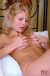 Stroke yourself to sensuous Blanca!