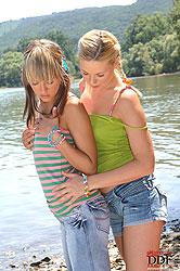 Teen lesbian steamy kissing scene