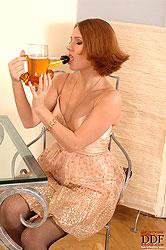 Zuzana Z fucks with a pint of beer