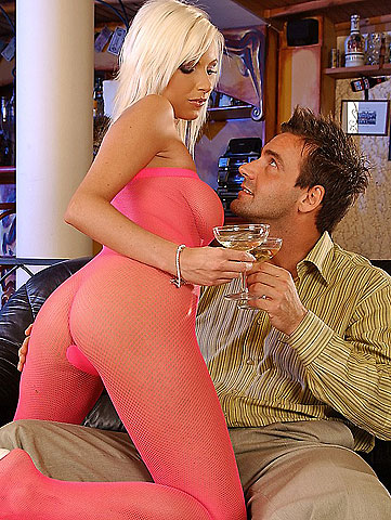 Super sexy blonde bitch sucking dick and fucking