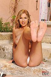 Busty babe Carol shows off her feet