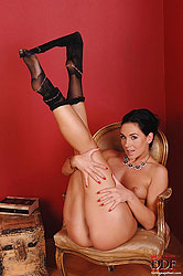 Sexy Kety Pearl takes off pantyhose