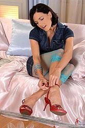 Sexy Liz doing a perfect footjob