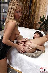 Anita Henger & Nicole fisting ass