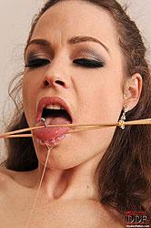 Zuzana Z tortures naked Leona Queen