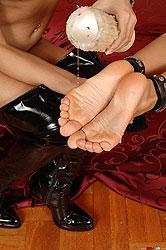 Mistress Lucy demands foot worship