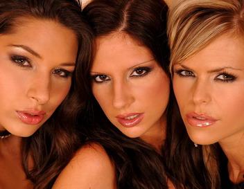 Very hot lesbian triumvirate having a hardcore sex