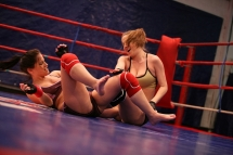 Nikky Thorne and Jessy is fighting in a boxin ring