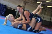 Gold-haired wrestling girls in lesbian catfight