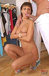Sexy Veronica Vanoza sucking cock