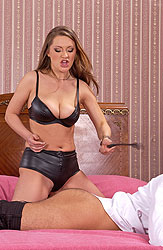 Kinky Kristy does a great blowjob