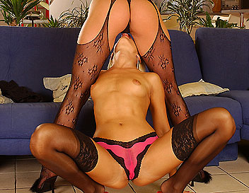 Desired Sandy peeing into her girlfriends hands