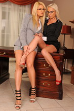 Hot lesbian blonde babes are fingering and pissing