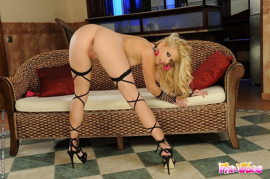 Very Hot Blonde Stripping 110